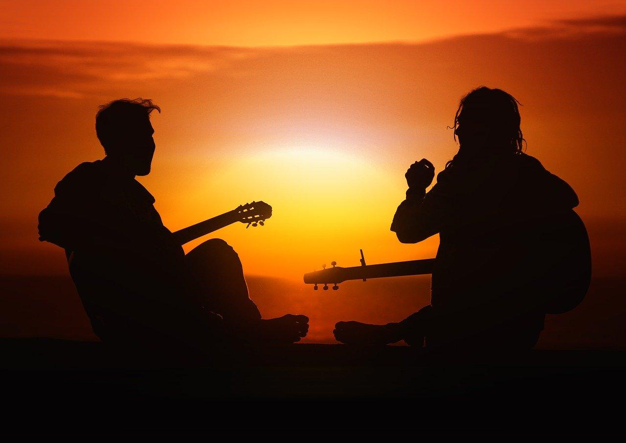 Musica chitarra sfondo tramonto